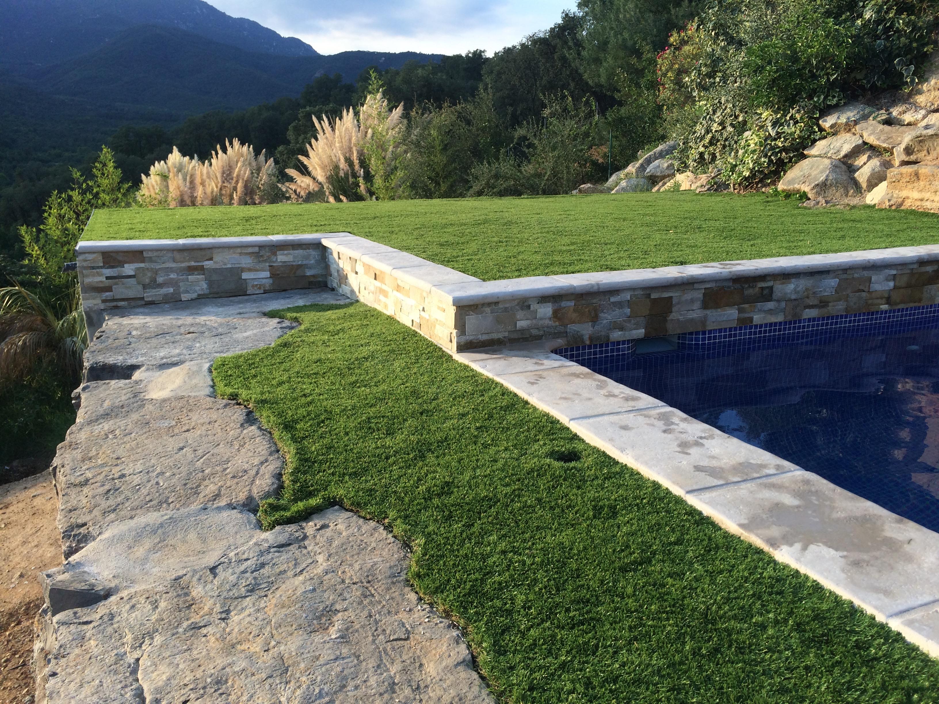 Construcci n piscina en riells i viabrea piscinas aop for Construccion de piscinas con ladrillos