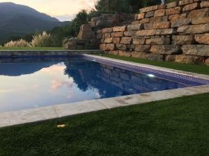 Construcci n piscina en riells i viabrea piscinas aop for Piscinas del montseny