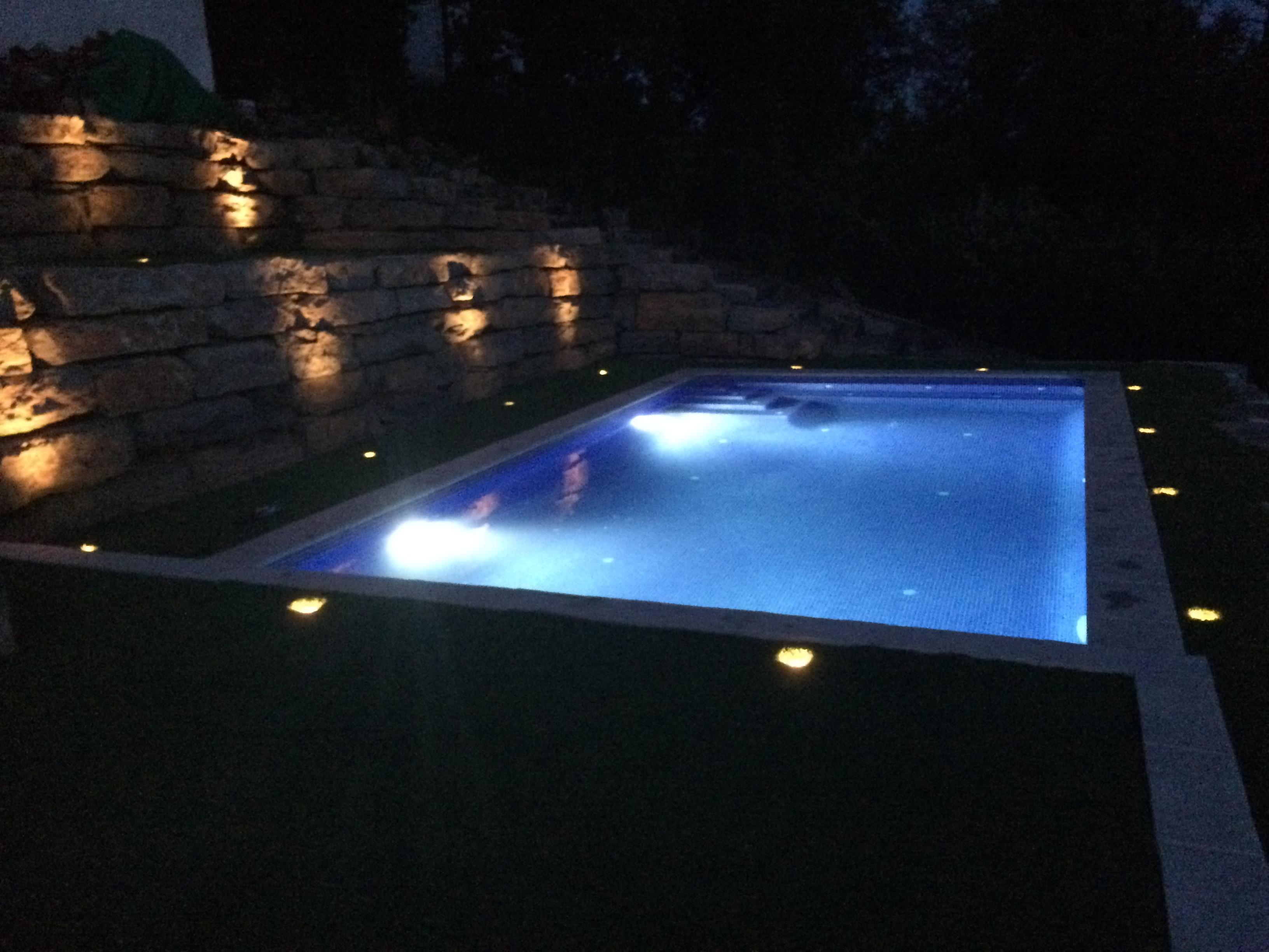 Construcci n piscina en riells i viabrea piscinas aop for Iluminacion led piscinas
