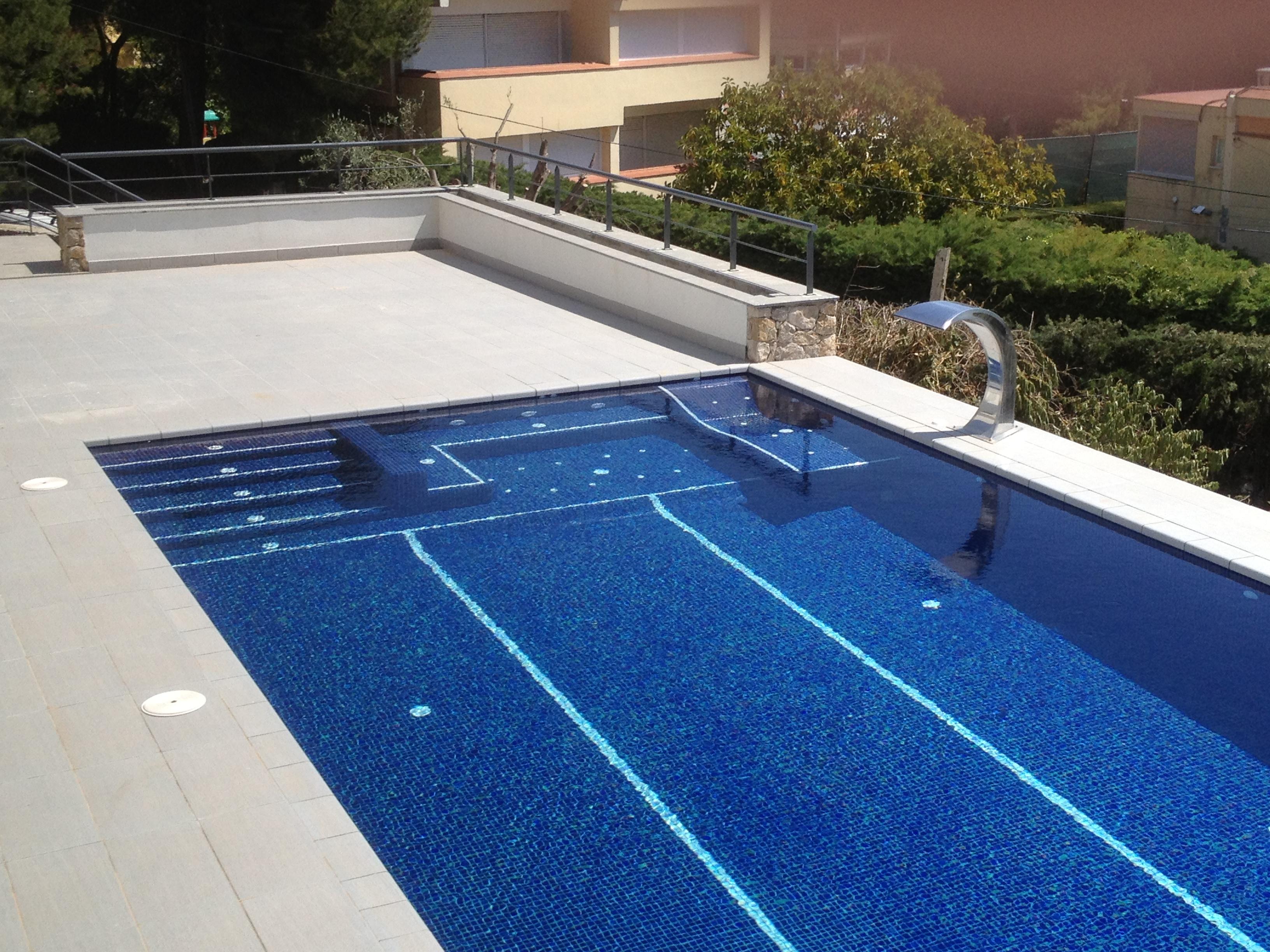 Piscinas piscinas aop for Dibujos para piscinas en gresite